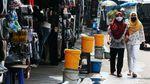 Potret Tempat Cuci Tangan Berjejer di Kawasan Terminal Pulogadung