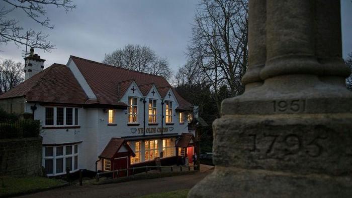Pub di Inggris boleh buka kembali minggu depan (AFP Photo/Oli Sraff)