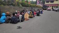 Anak-anak yang Kebingungan Hendak Ikut Demo di DPR Dipulangkan Polisi
