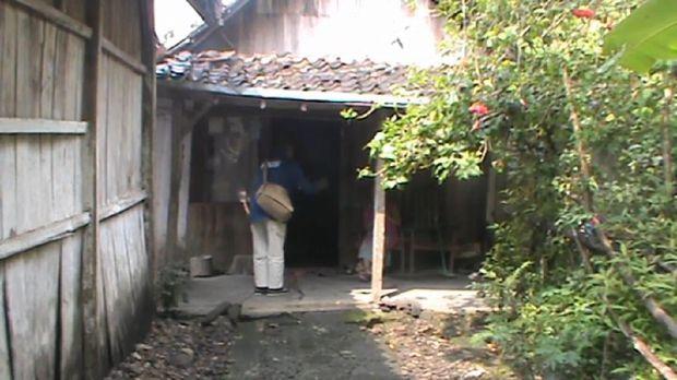 Rumah Mbah Yatmi (78) yang mendonasikan uang pensiunan almarhum suami untuk penanganan Corona.