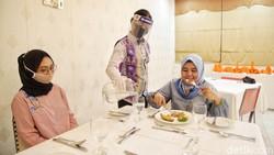 SMK Jayawisata 2 di Cipinang Melayu, Jakarta, mulai menerapkan protokol kesehatan new normal. Seperti apa sih?