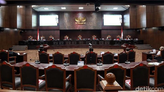 Sidang uji formil UU KPK kembali digelar di Gedung Mahkamah Konstitusi, Jakarta, Rabu (24/6/2020). Sidang mendengarkan kesaksian pakar hukum Bagir Manan.
