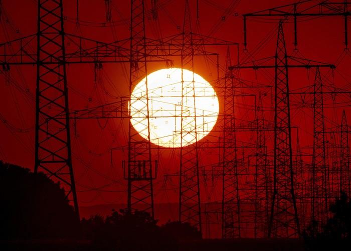 lansekap matahari terbenam selalu menjadi pemandangan yang mempesona dengan warna oranye keemasaan. Di tengah Pandemi, sunset tetap tidak kehilangan pesonanya.