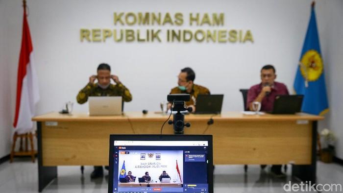 Ketua Komnas HAM Ahmad Taufan Damanik bersama para anggota meninjau terkait tugas TNI dalam mengatasi aksi terorisme.