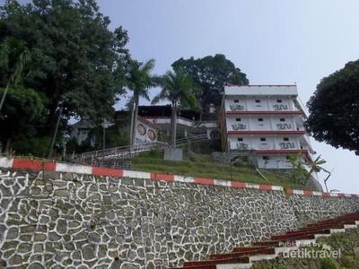 Ini Tempat Bertapa Pendiri Kota Semarang di Vihara Gunung Kalong