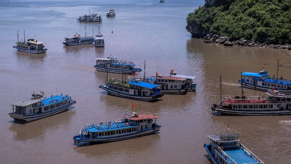 Diketahui bahwa berkat program tes Corona agresif dan terarah serta sistem karantina terpusat, Vietnam berhasil mengendalikan jumlah penularan pada angka relatif rendah.