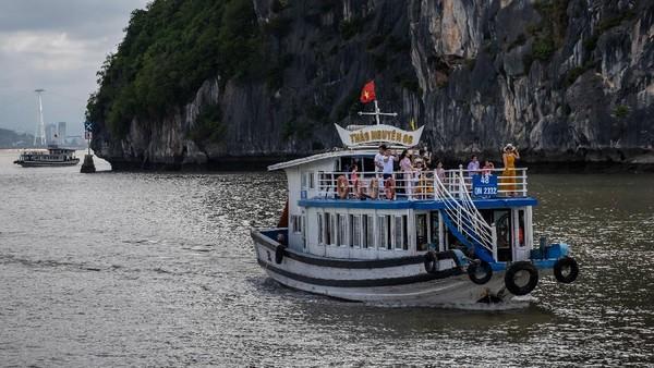 Pemerintah Vietnam tidak berencana untuk membuka diri bagi turis asing dalam waktu dekat, meskipun telah sukses dalam menangani wabah virus Corona (COVID-19) di wilayahnya.