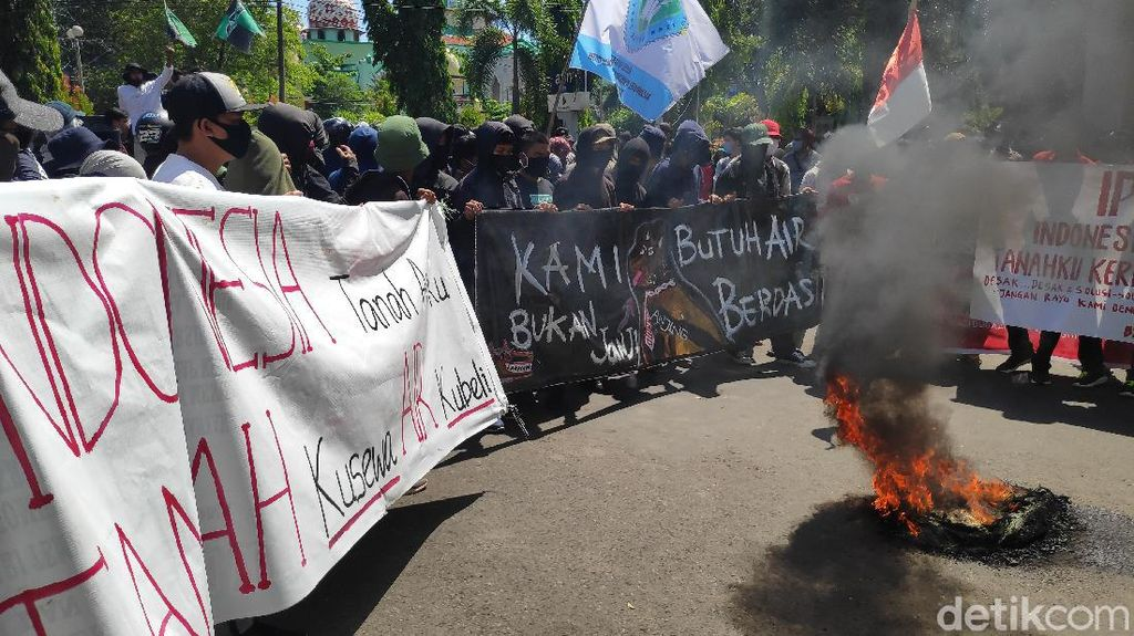 Aksi Saling Dorong Warnai Demo Krisis Air Bersih di Maros Sulsel