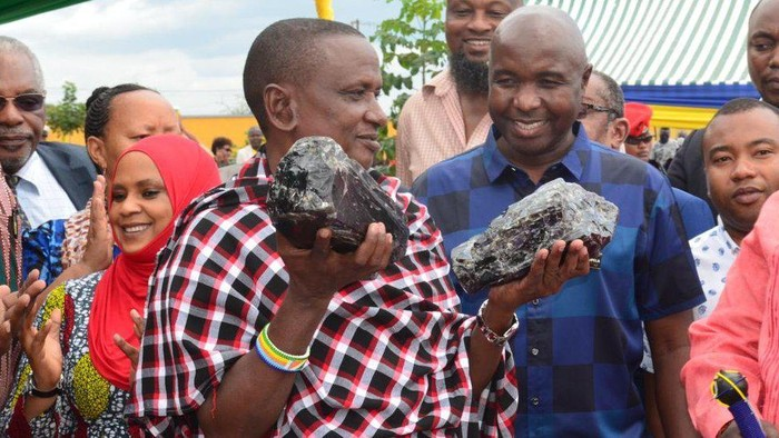 Jadi miliarder dalam semalam, penambang Tanzania temukan salah satu batu terlangka di dunia