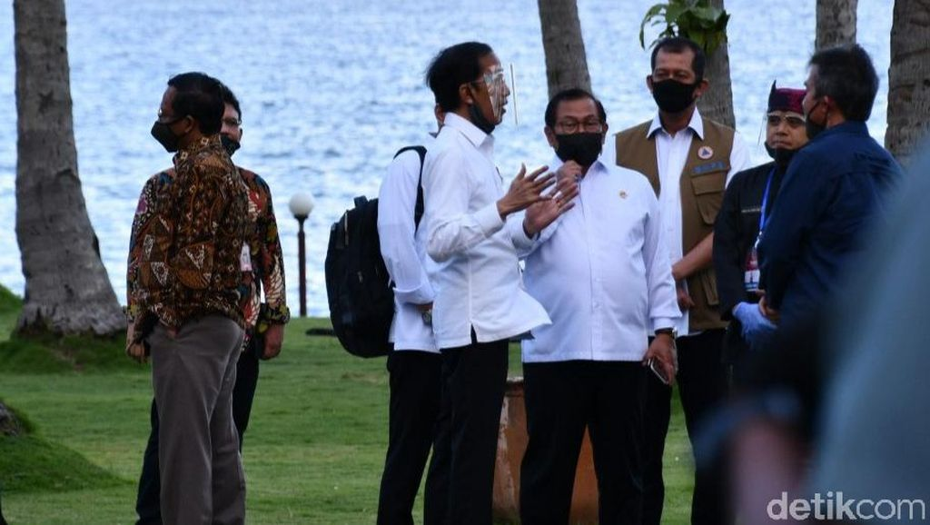 Video Jokowi Cek Kesiapan Pariwisata Banyuwangi Pakai Face Shield