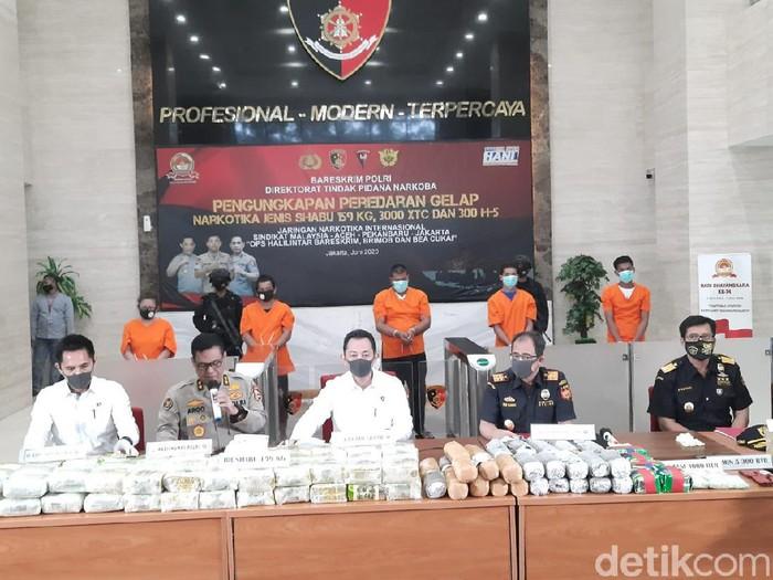 Kabareskrim Komjen Listyo Sigit Prabowo mengungkap kasus peredaran sabu 159 kg.