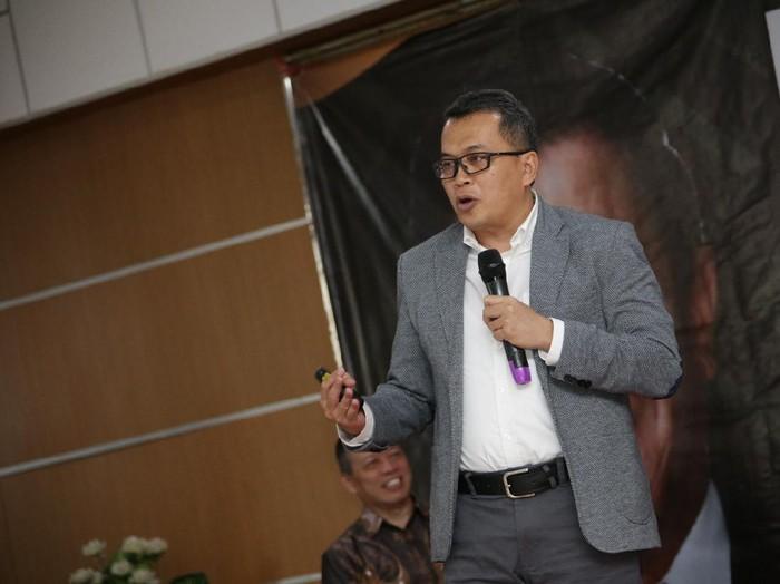 Ketua Dewan Guru Besar UPI Karim Suryadi