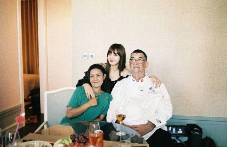 Ayahnya Lisa BLACKPINK Ternyata Seorang Chef