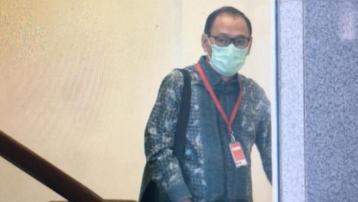 Mantan Gubernur Bank Indonesia (BI) Agus Martowardojo usai diperiksa KPK (Foto: Ibnu/detikcom)