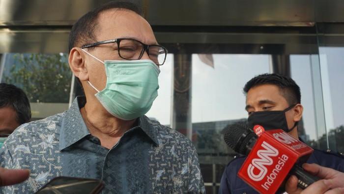 Mantan Gubernur Bank Indonesia (BI) Agus Martowardojo selesai diperiksa KPK, Kamis (25/6/2020).