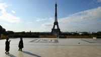 Lantai Puncak Menara Eiffel Dibuka 15 Juli, Turis Gak Naik Tangga Lagi