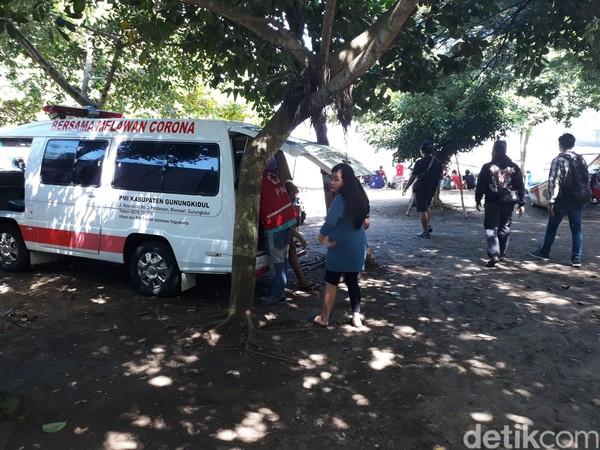 Ambulans disiapkan di area pantai Baron dan Kukup.
