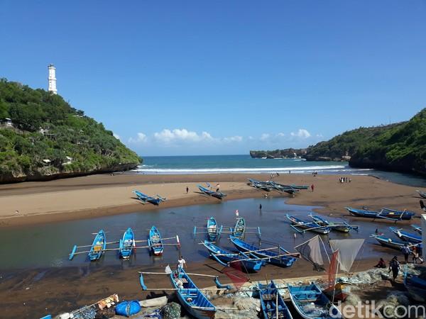 Suasana di Pantai Baron, Kalurahan Kemadang, Kapanewon Tanjungsari, Kabupaten Gunungkidul, Rabu (24/6)