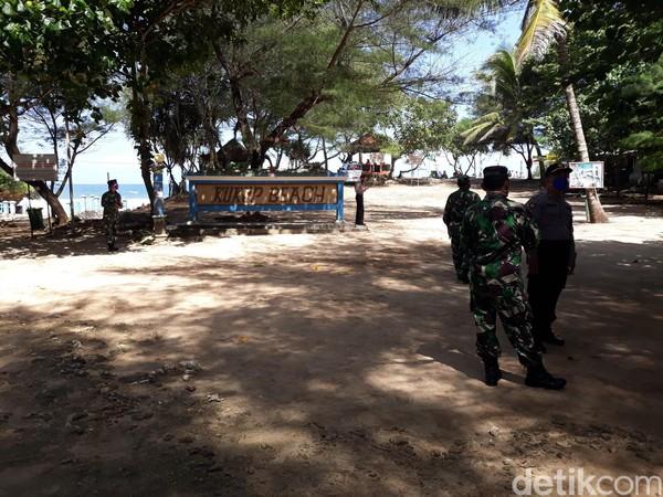 Sekretaris SAR Satlinmas Wilayah II Kabupaten Gunungkidul, Surisdiyanto menjelaskan, bahwa sejak pagi hingga siang hari tercatat ada ribuan wisatawan yang memadati pantai Kukup. Menurutnya, jumlah tersebut akan terus bertambah
