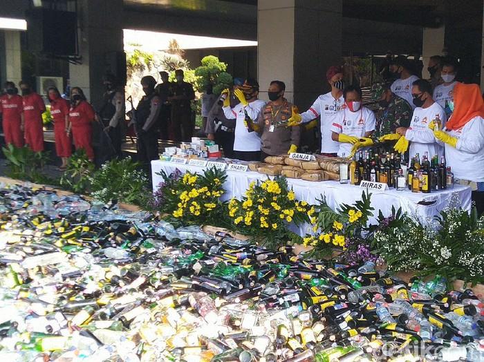 Pemusnahan barang bukti narkoba di halaman kantor Pemprov Jateng, Kamis (25/6/2020).