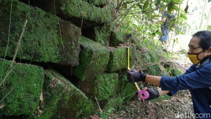 Penemuan batu diduga candi di Klaten