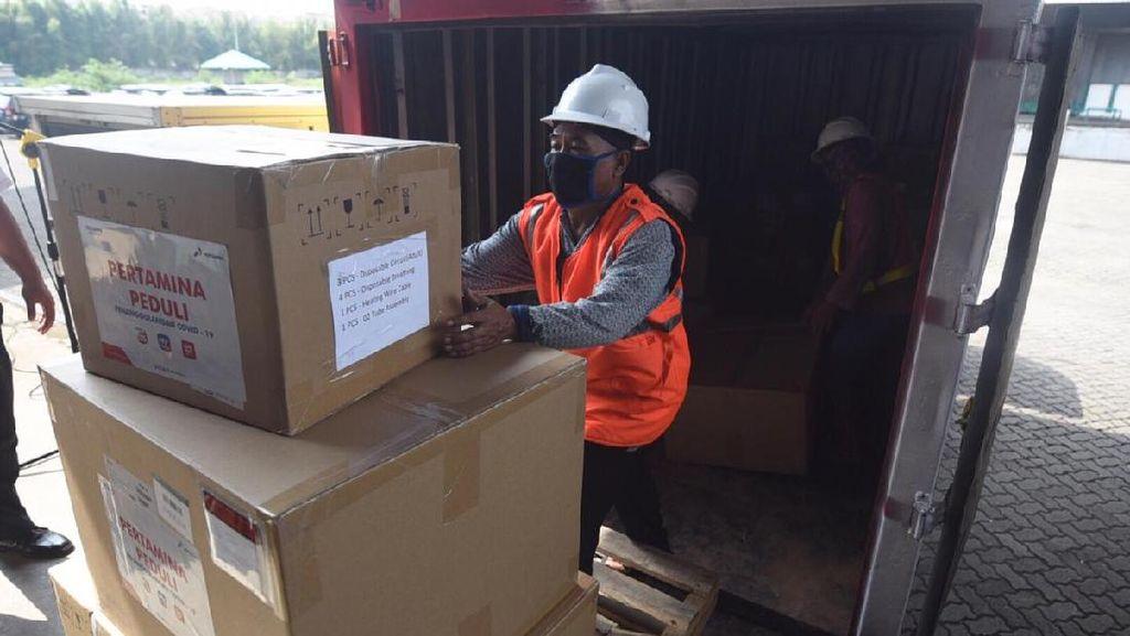 Pertamina Serahkan 305 Ventilator ke Rumah Sakit BUMN di Indonesia
