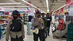 Cegah Corona di Mal-Warkop Makassar, Polisi Tegur Pengunjung Tak Disiplin