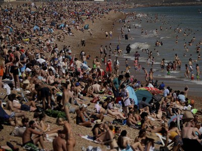 Inggris Ancam Tutup Pantai Usai Ribuan Orang Padati Bournemouth