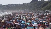 Wisata Pantai di Inggris Dibuka, Kasus Corona Menggila