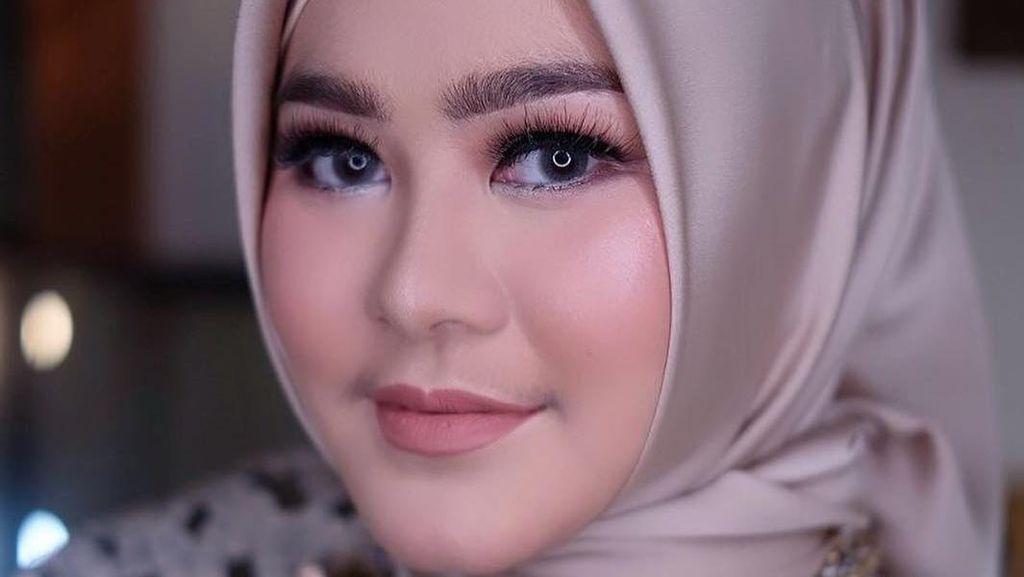 Intip Bisnis Hijab Premium Sherrin Tharia yang Gugat Cerai Zumi Zola