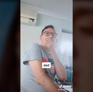 Perawatan Hilangkan Double Chin, Wajah Wanita Ini Malah Bikin Syok Keluarga