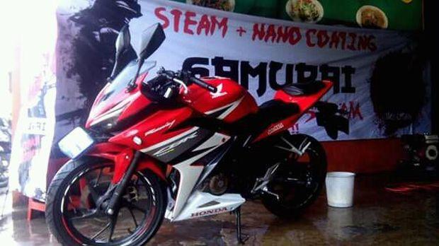 Steam motor milik Santoso