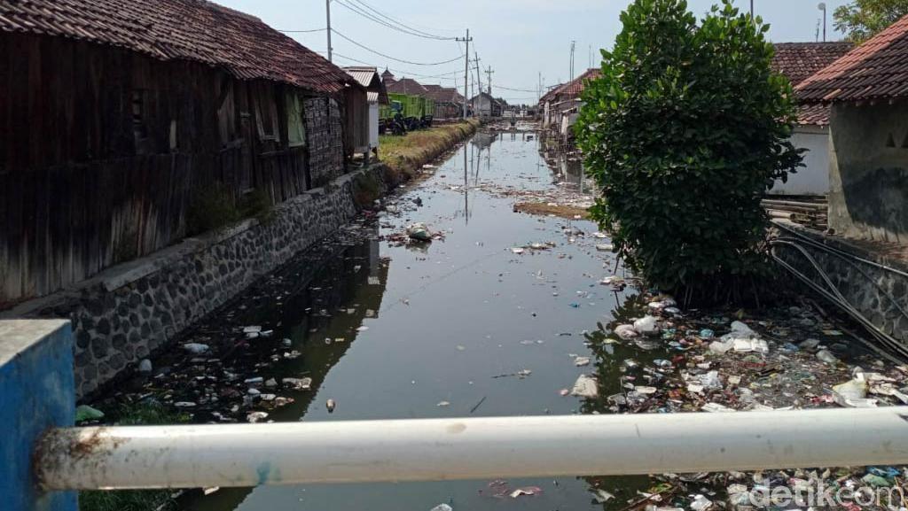 Sungai Menjijikkan di Pasuruan Sudah Dikeruk, Desa Diminta Bikin TPS