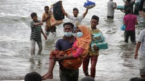 Evakuasi Paksa 94 Pengungsi Rohingya ke Daratan