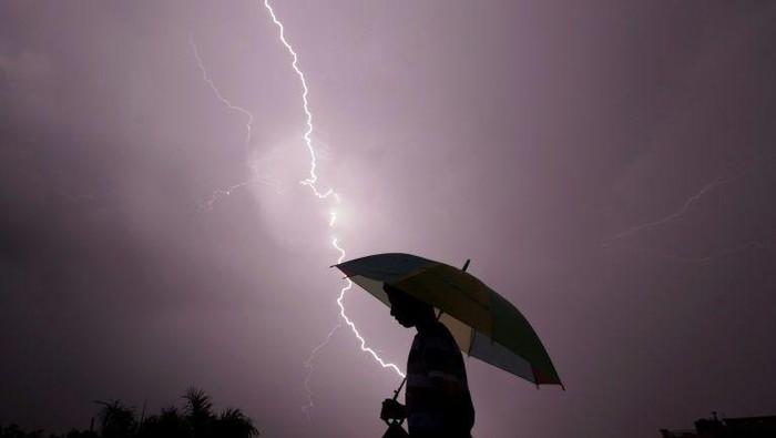 107  orang tewas tersambar petir di India (AFP Photo/ Rakesh Bakshi)