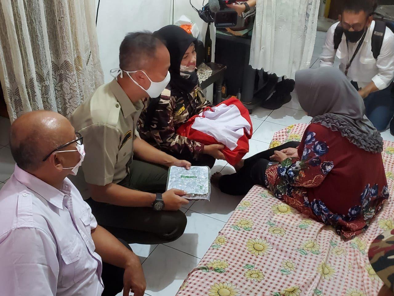 Agus Gumiwang memberikan bantuan bersama FKPPI