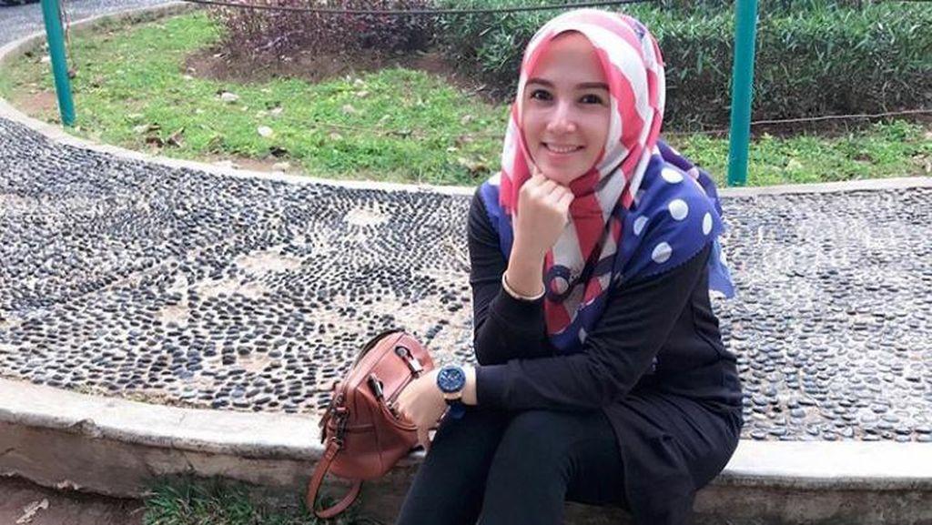 Cerai, Benazir Endang Masih Simpan Foto Limbad