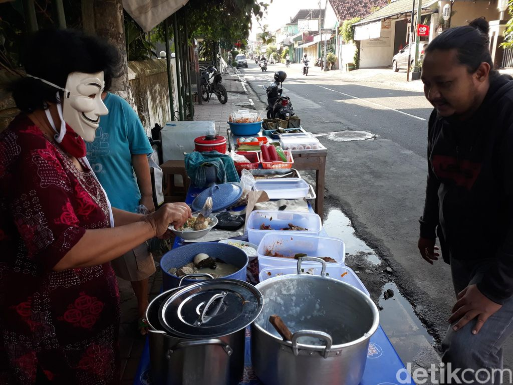 Bubur Topeng Viral di Yogyakarta