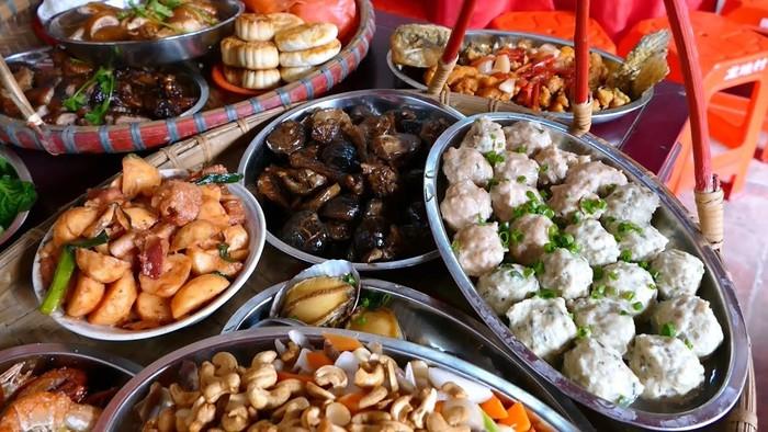 Chef Pakai Minivan Untuk Katering Keliling