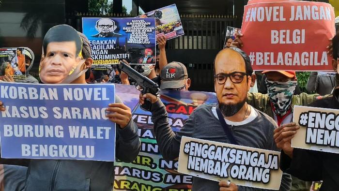 Kelompok massa Aktivis Gugat Novel (AGN) mendukung perjuangan korban sarang burung walet di Bengkulu mencari keadilan agar Jaksa Agung mengadili penyidik KPK Novel Baswedan di PN Bengkulu.