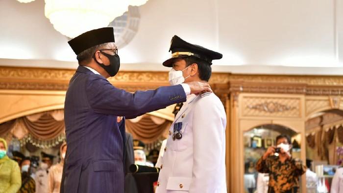 Gubernur Sulsel Nurdin Abdullah Saat melantik Rudy Djamaluddin sebagai Pj Wali Kota Makassar (dok. Istimewa).