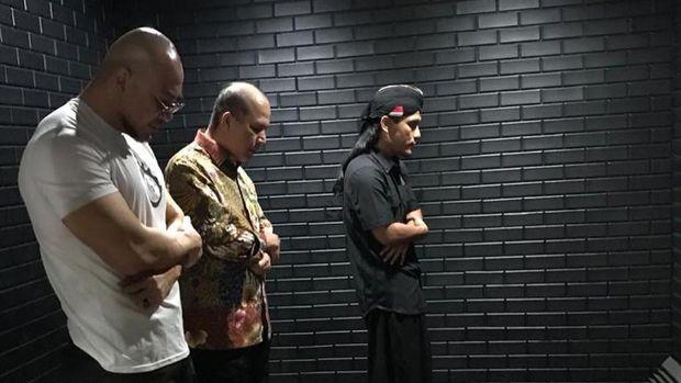 Gus Miftah salat berjamaah dengan Kepala BNPT dan Deddy Corbuzier