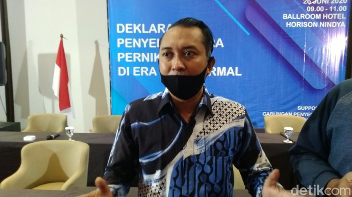 Juru bicara Gabungan Penyelenggara Pernikahan Semarang (GPPS) Kota Semarang Nanang Khusnaini saat deklarasi di Hotel Horison Nindya Semarang