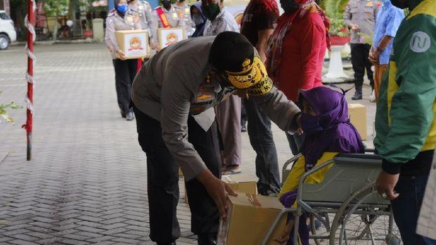 Kapolda Gorontalo Irjen Adnas santuni anak difabel