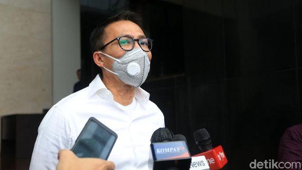 Ketua Komisi III yang sekaligus politisi PDIP Herman Herry menemui Kapolda Metro Jaya Irjen Nana Sudjana. Pertemuan itu terkait kasus pembakaran bendera PDIP.