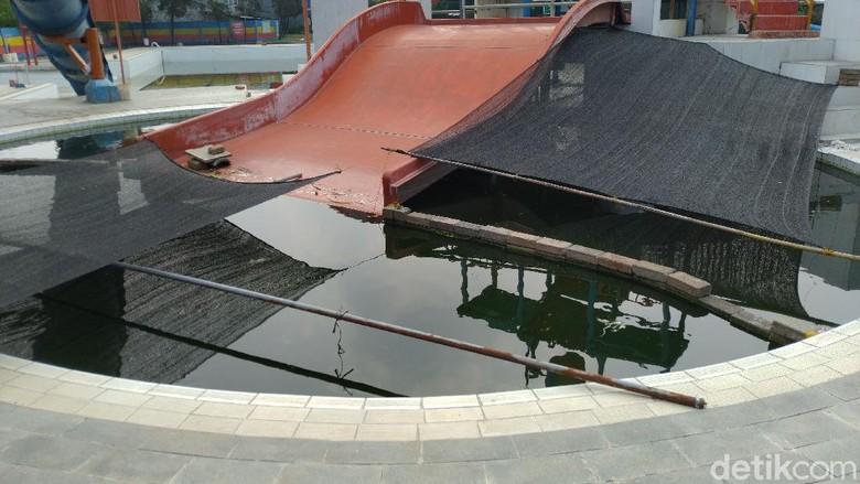 Kolam renang di Gunungputri Bogor jadi kolam lele.