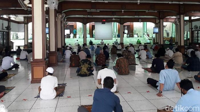 Pelaksanaan Salat Jumat di Masjid Sunda Kelapa, Jakarta Pusat