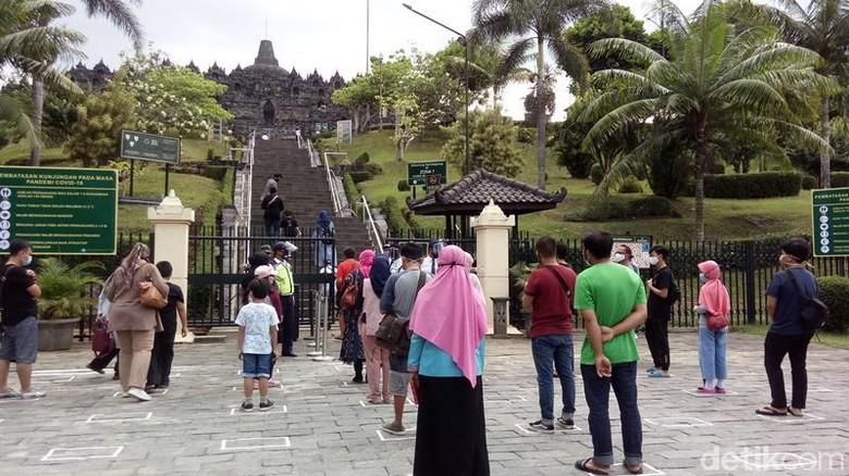 Balai Konservasi Borobudur (BKB), membatasi kunjungan wisatawan di masa pandemi COVID-19 sampai halaman atau pelataran Candi Borobudur.