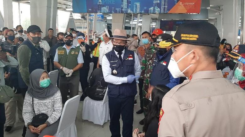 Ridwan Kamil Tinjau Rapid Test di Stasiun Bogor