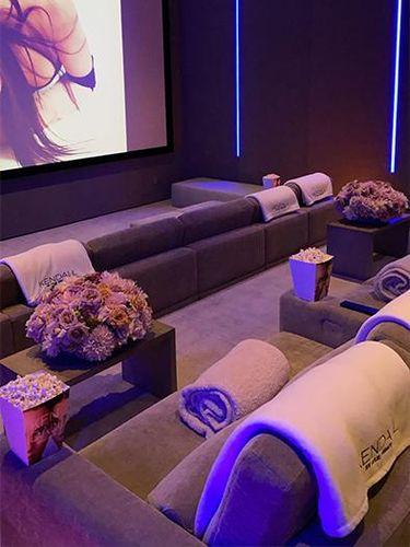 Ruang bawah tanah Kylie Jenner yang dijadikan bar dan bioskop pribadi.